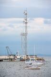 Flottan seglar domstolstationen i Pomorie royaltyfri foto