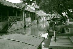 Flottar i vattenstaden Wuzhen i sydligt porslin arkivfoton