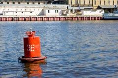 Flottement de balise de la rivière rouge Images libres de droits