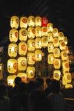 Flotteur avec des lanternes pendant le festival de Gion Image stock