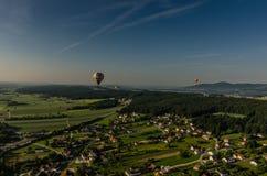 flotteur de ballons dans le ciel Photographie stock libre de droits