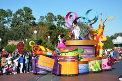 Flotteur de défilé de Mickey Mouse en monde de Disney Photos libres de droits