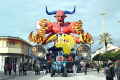 Flotteur de diable au carnaval de Viareggio Image stock