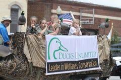 Flotteur illimité de canards dans un défilé en petite ville Amérique Photo libre de droits