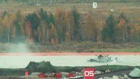 Flotteurs dépistés aéroportés du véhicule blindé BMD-4M clips vidéos
