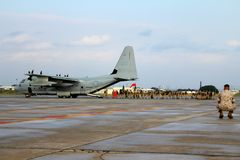 Flottor som stiger ombord A.C. - 130 royaltyfria foton
