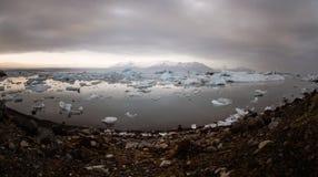 flottörhus lagun för glaciärisbergjokulsarlon Arkivbild