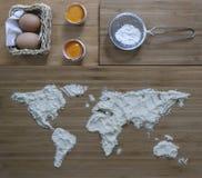 Flour bajo la forma de mapa del mundo para la preparación de la galleta Fotografía de archivo