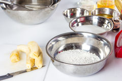 Flour in bowl Stock Photography