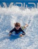 Flowboarding на доме Sentosa волны Стоковые Изображения RF