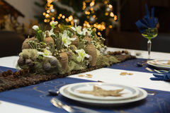 Flower arrangement on christmas table Royalty Free Stock Photography