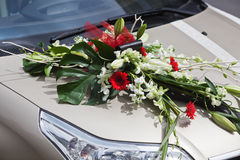 Flower bouquet on a car Royalty Free Stock Photos