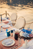Flower compositions on the wedding table by the sea Royalty Free Stock Images