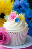 Flower cupcake. Cupcake decorated with brightly colored sugar flowers Royalty Free Stock Photography