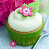 Flower cupcake. Cupcake decorated with a pink and white sugar flower Royalty Free Stock Photography
