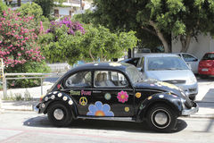 Flower power vehicle in Matala, Greece Stock Photography