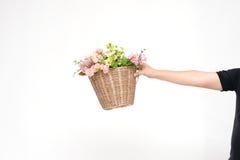 flowerbasket op hand Stock Afbeeldingen