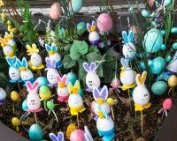 Flowerbed декоративных пасхальных яя Стоковое Фото