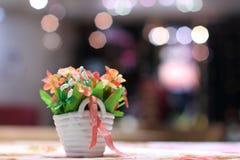 Flowerbox con la pianta artificiale Fotografie Stock