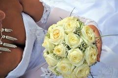 Flowerd e anel do casamento Imagens de Stock