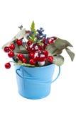 Flowerpot dekoracja z naturalną zieloną rośliną, kwiaty i sztuczne pieczarki odizolowywający na bielu Fotografia Royalty Free