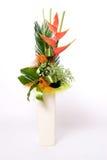 Flowerpot in pieno dei fiori immagini stock