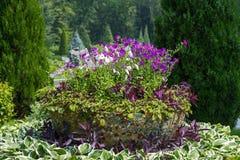Flowerpots na parku Zdjęcie Stock