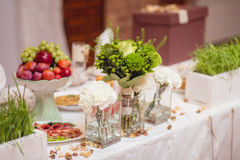 Flowers on Banquet table Royalty Free Stock Photography