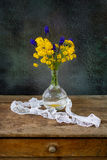 Flowers bouquet on the table Royalty Free Stock Photography