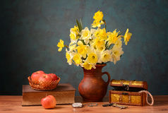 Flowers in a ceramic vase and apples Royalty Free Stock Photos