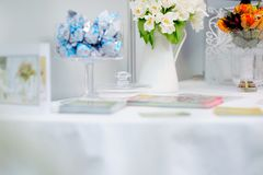 Flowers composition on a table Royalty Free Stock Photos