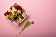Flowers and macaroons in a hat-box Stock Photography