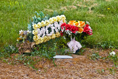 Flowers on mothers grave Royalty Free Stock Photos