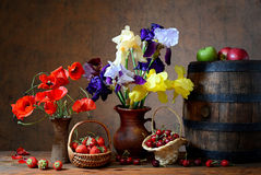 Flowers in a vase and fresh fruits Royalty Free Stock Photography