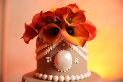 Flowers on wedding cake Royalty Free Stock Photography