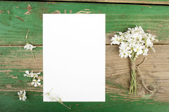 Flowers on wooden planks with blank paper Royalty Free Stock Photography