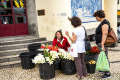 Flowerseller fuori del mercato, del DOS Lavradores di Mercado o del mercato dei lavoratori Fotografia Stock