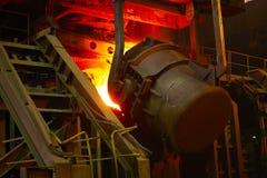 Flüssiger heißer Stahl Stockfoto