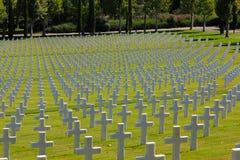 Fält av amerikanska kors för WWII, Florence Cemetery, Italien Fotografering för Bildbyråer