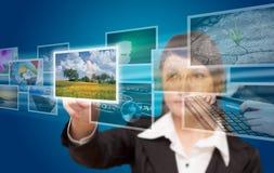 Fluência de alcance das imagens da mão da mulher Imagens de Stock Royalty Free