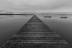 Fluchtpunkt in einem Pier Lizenzfreie Stockfotografie
