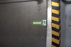 Fluchtweg und gefährliche Ecke stockbilder