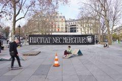 Fluctuat nec mergitur la ciudad del lema de París imagenes de archivo
