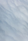Fluffiga och mjuka moln som ses från över Arkivfoto