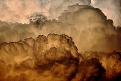 Fluffiga stormmoln Arkivbilder