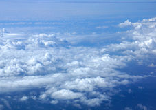 Fluffy Clouds above lands mass Royalty Free Stock Photography