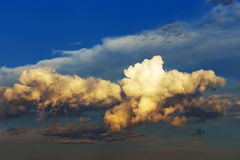 Fluffy clouds at sunset Royalty Free Stock Photography