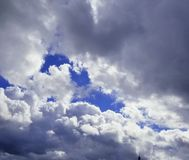 Fluffy white clouds in blue skies Stock Photography