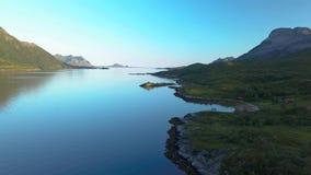 Flug über dem Fjord stock video footage