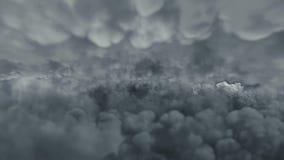 Flug über den donnernden Wolken stock footage